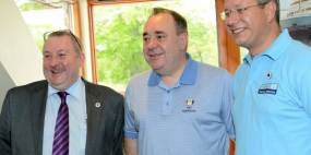 First Minister supports Stork's charity golf day in aid of Pound for Piper