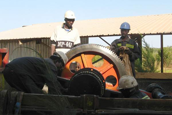 Emergency gearbox repair at African gold mine